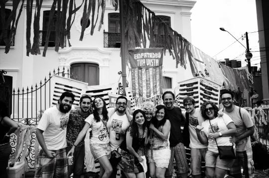 Fundadores da Troça Empatando tua Vista, Igreja N. Sra. da Saúde, no Poço da Panela, Recife. Foto: Leonardo Cisneiros